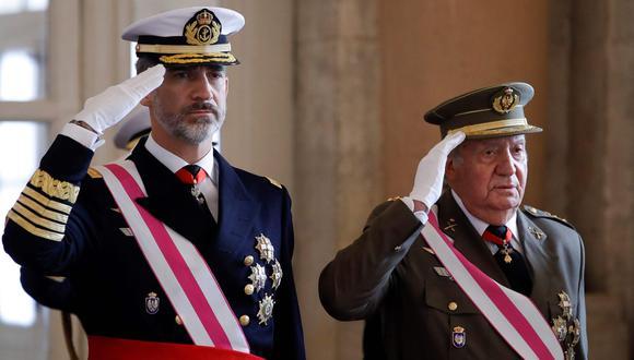 El rey Felipe VI de España junto a su padre Juan Carlos I en una imagen del 6 de enero del 2018. (AFP / POOL / Juanjo Martín).