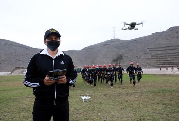 Los cursos no están pensados para propietarios de drones re-creativos, sino para los que vayan a dar un uso profesional a estas máquinas. (Ministerio de Defensa)