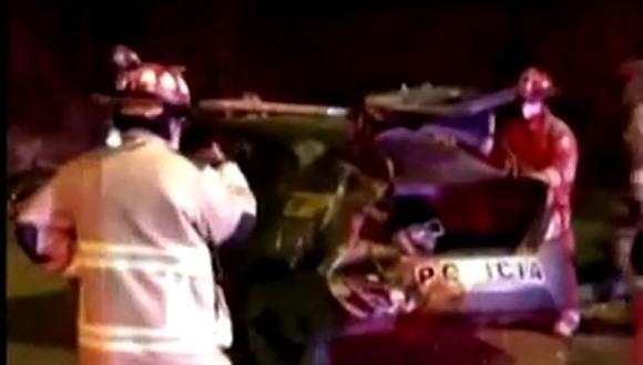 La unidad policial quedó inutilizada luego de ser embestida. (Foto: captura: América Noticias)