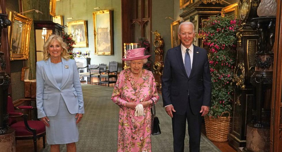 Queen Elizabeth II welcomes Joe Biden and his wife at Windsor Castle