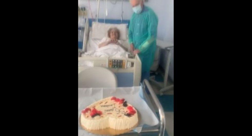 Umberto, María y su pastel por su 56° aniversario de casados. (Foto: Twitter)