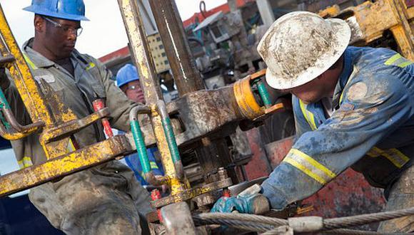Derrumbe del precio del crudo retrae la exploración petrolera