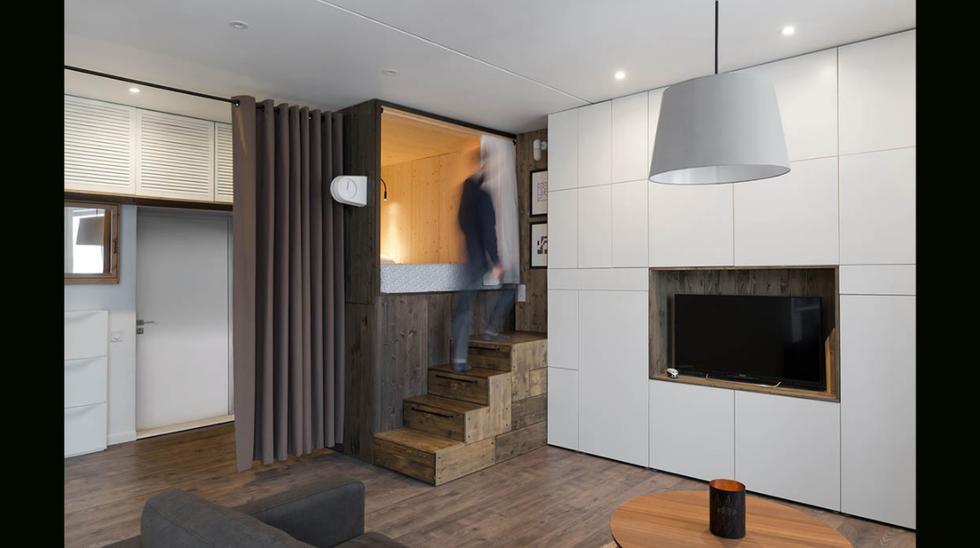 Para acabar con el problema de no saber dónde guardar las cosas en un espacio pequeño, el diseñador  instaló dos espacios de almacenamiento para guardar electrodomésticos. (Foto: Alireza Nemati / behance.net)