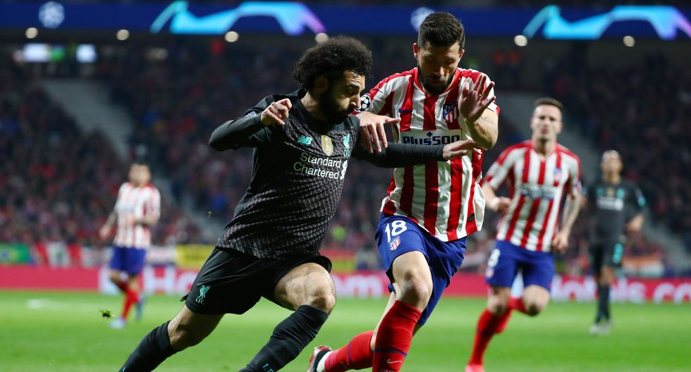 Soccer Football - Champions League - Round of 16 First Leg - Atletico Madrid v Liverpool - Wanda Metropolitano, Madrid, Spain - February 18, 2020  Liverpool's Mohamed Salah in action with Atletico Madrid's Felipe   REUTERS/Sergio Perez
