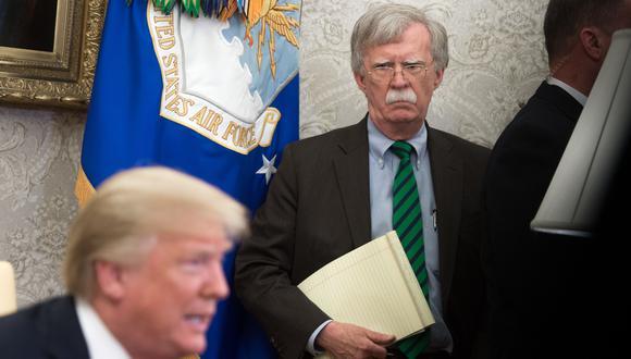 """""""The Room Where It Happened: A White House Memoir"""" se titula el libro de John Bolton que Donald Trump busca impedir que se publique. (Foto: SAUL LOEB / AFP)."""
