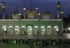 Una procesión religiosa en pleno covid-19 reúne a miles de personas en Pakistán