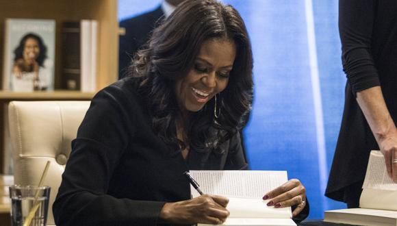 """La cadena Barnes & Noble definió su libro de memorias como el 'best-seller' """"más rápido del año"""". Michelle Obama lo cuenta todo, combinando el glamour con la inteligencia. (Foto: AFP)"""