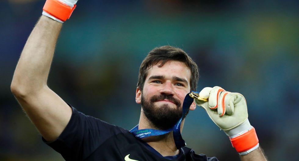 Alisson, la mano que ahoga los goles, levantó la Copa América con Brasil y puede ganar el Balón de Oro | Foto: EFE