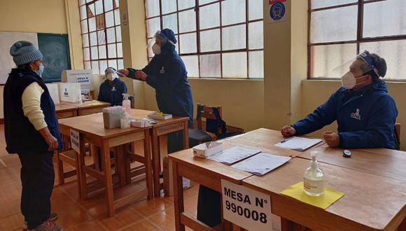 La desnudez se observa en la participación: de 1'669.491 militantes, que los partidos dicen tener inscritos, tan solo votaron alrededor del 5%. (Foto: ONPE)