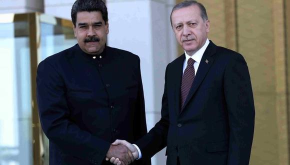 Nicolás Maduro y Recep Tayyip Erdogan mantienen buenas relaciones. El presidente venezolano ha viajado cuatro veces a Turquía en los últimos dos años. (Foto: AFP)