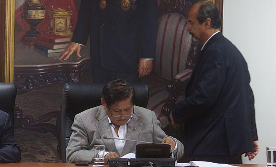 Mulder presentará acusación constitucional contra Juan Pari