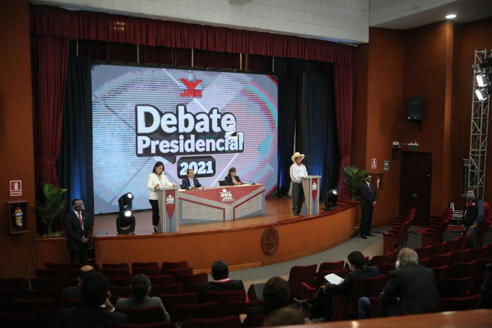 Keiko Fujimori y Pedro Castillo llegaron pocos minutos antes de las 7 p.m. para el debate presidencial del JNE (Foto: Hugo Pérez / @photo.gec)