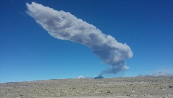 Volcán Sabancaya explosiona y 7 distritos de Arequipa se encuentran en riesgo