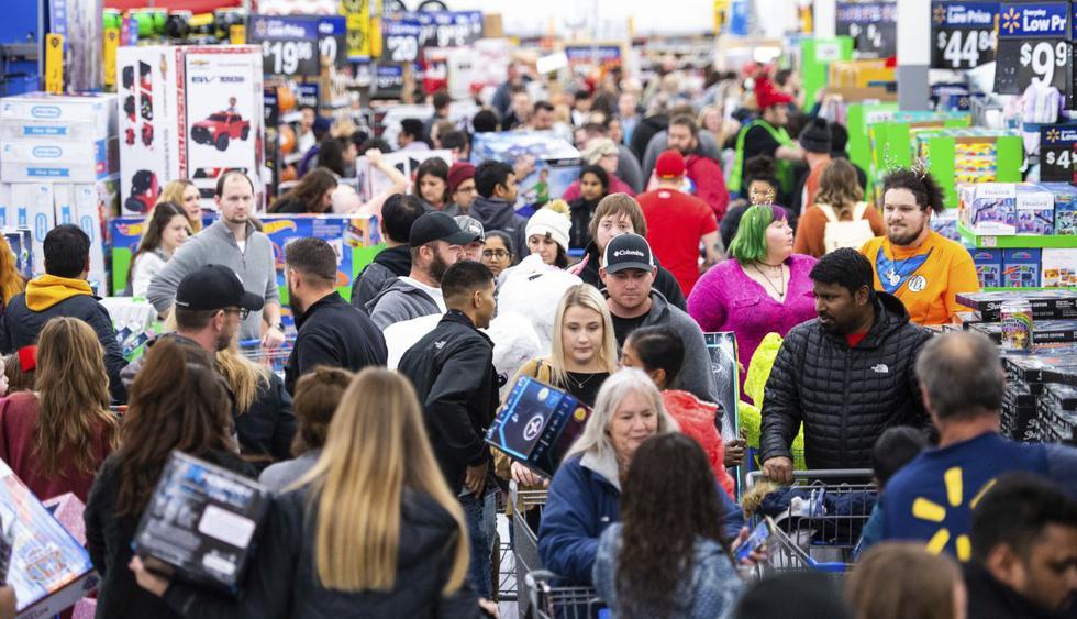 Miles aprovechan el Black Friday en EE.UU. y salen en busca de las mejores ofertas. (Foto: AP)