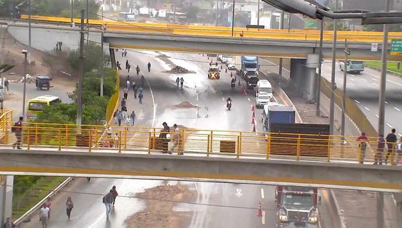 Un carril se ha habilitado en la vía para el tránsito vehicular. (Foto: Lamsac)