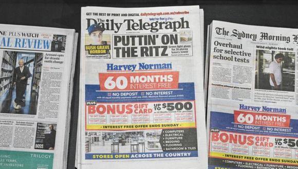 Australia cerca a Google y Facebook. En la foto vemos un grupo de periódicos a la venta en una tienda en Sídney, Australia, el 31 de julio de 2020. (Foto: Reuters)
