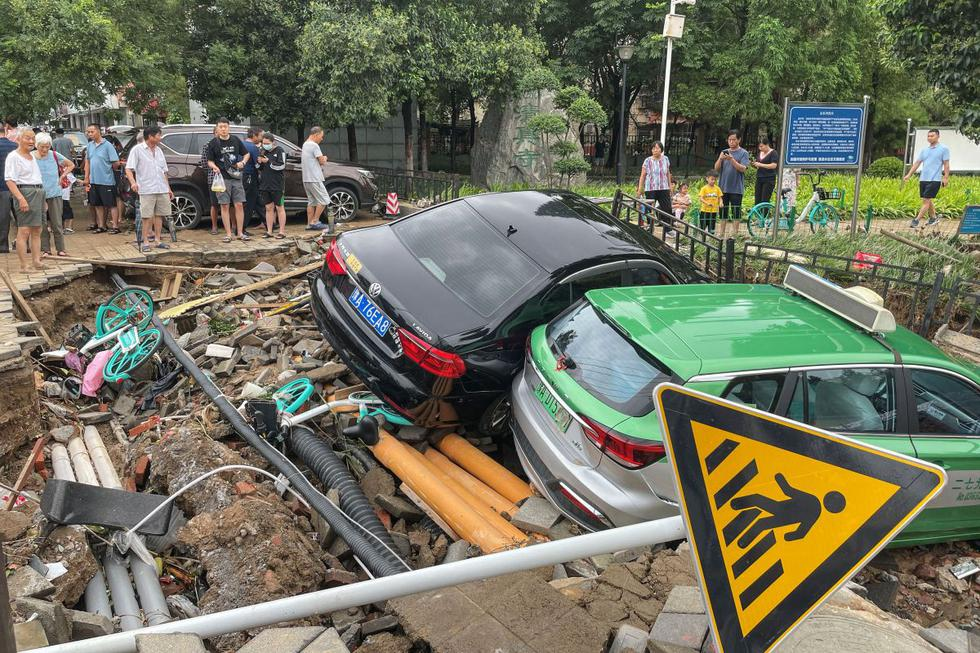 Twelve people were killed and five were injured when storms engulfed the Zhengzhou tunnel late Tuesday.  (Photo: AFP).