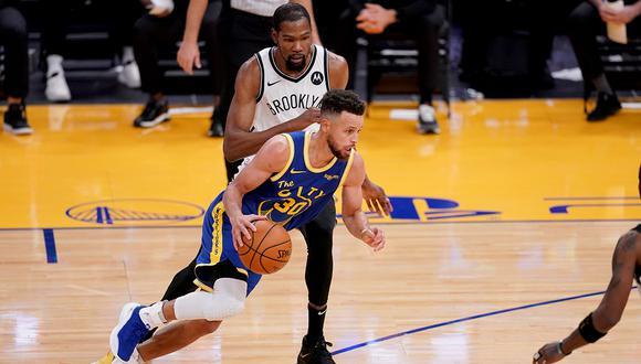 Stephen Curry está promediando 29.9 puntos, 5.9 asistencias y 5.4 rebotes en la temporada regular de la NBA