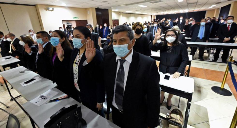 El Salvador court keeps hundreds of judges forced to leave their positions