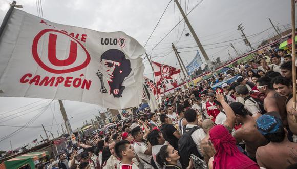 La bandera más grande en una tribuna mostrada en el Perú fue con la imagen de Lolo Fernández. Se presentó por el centenario del nacimiento del 'Cañonero' en el 2013. (Foto: El Comercio)