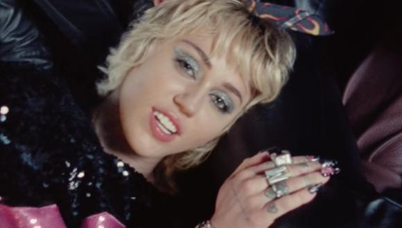 """La cantante Miley Cyrus grabó el videoclip de su tema """"Angels Like You"""" durante su show en el Super Bowl. (Foto: Captura de YouTube)"""