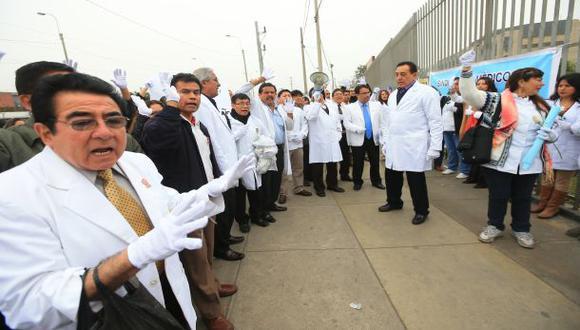 Médicos inician hoy huelga nacional de 48 horas