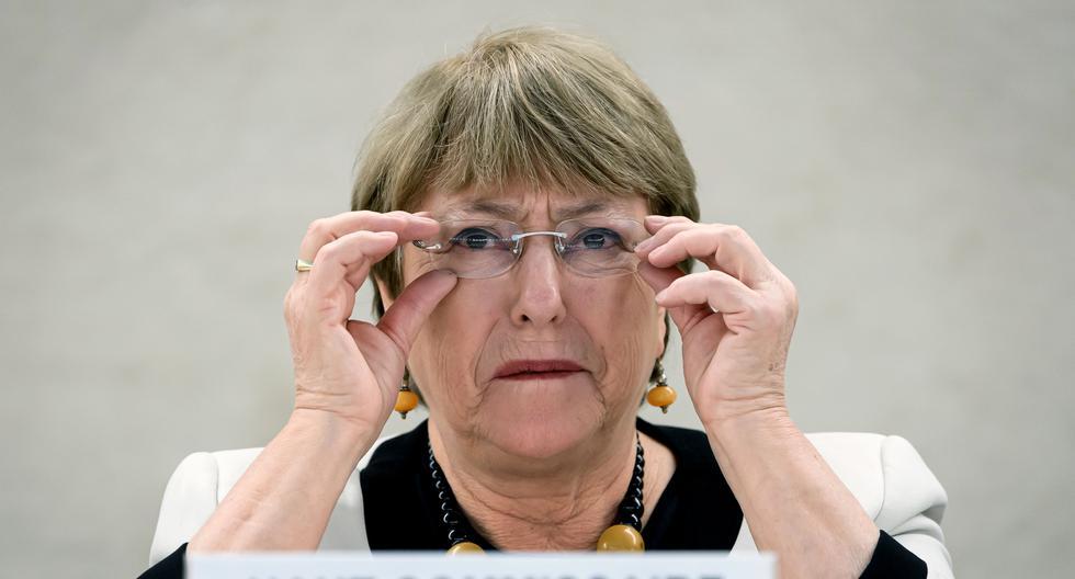 """""""Las facultades de emergencia no deberían ser un arma que los gobiernos puedan utilizar para sofocar la disidencia, controlar a la población e incluso perpetuar su tiempo en el poder"""", alertó la Alta Comisionada de la ONU para los Derechos Humanos, Michelle Bachelet. (Foto: AFP / Fabrice COFFRINI)"""