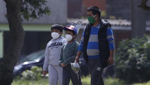 """Durante el encuentro, el doctor Elmer Huerta precisó que los menores """"sí sufren con el coronavirus"""" y que """"los niños pequeños no deberían regresar todavía a clases [físicas]"""". (Foto: Violeta Ayasta/GEC)"""