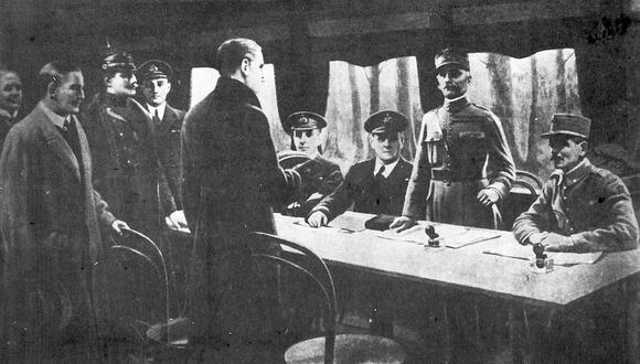 Firma del armisticio. El 11 de noviembre de 1918, representantes alemanes y el general francés Weygand, suscribieron el final de la Primera Guerra Mundial. (Foto: EFE)