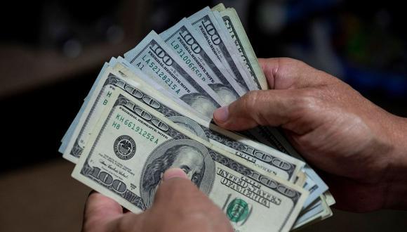 En el mercado paralelo o casas de cambio de Lima, el tipo de cambio se cotiza S/3,620 la compra y S/3,650 la venta. (Foto: EFE)