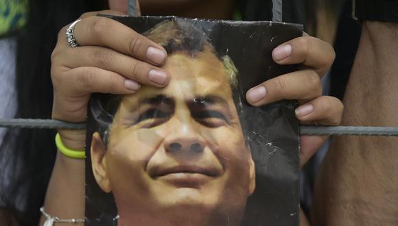 El expresidente Rafael Correa aún tiene fieles seguidores en Ecuador, aunque su apoyo ha disminuido en los últimos años.   / AFP / RODRIGO BUENDIA