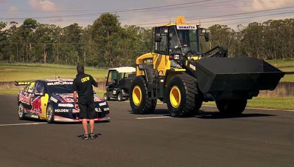 VIDEO: Dispareja carrera entre un V8 Supercar y un tractor