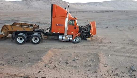 Dos muertos dejó choque entre auto y camión en la Panamericana Sur. (Foto: Informativo Ilo)
