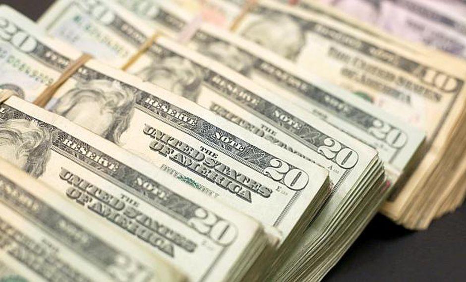 El tipo de cambio cotizaba a S/3.305 la compra y a S/3.320 la venta en el mercado paralelo este lunes. (Foto: Reuters)