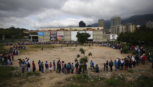 Chavista prohíbe pernoctar frente a negocios haciendo cola
