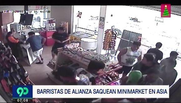 Barristas saquearon minimarket de grifo. (Foto: Captura de video / 90 Sábado)