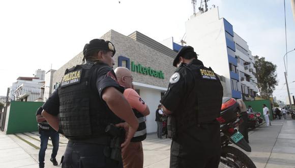 Los ladrones ingresaron armados a la agencia del banco Interbank. (Foto: Kelvin García/GEC)