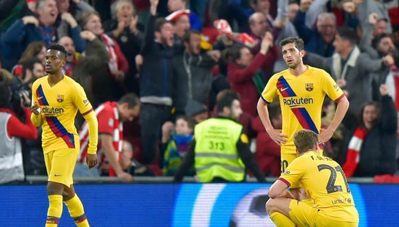 Nelson Semedo, Sergi Roberto y Frenkie De Jong, de Barcelona, se lamentan el agónico gol que marcó Iñaki Williams para Athletic Bilbao, que les costó su eliminación de la Copa del Rey. | Foto: AFP