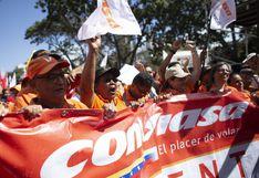 El chavismo sale a protestar contra las sanciones a la aerolínea Conviasa | FOTOS