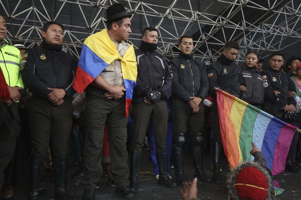 Los indígenas habían amenazado con aplicar su propia justicia contra los policías retenidos. (AP Photo/Fernando Vergara).