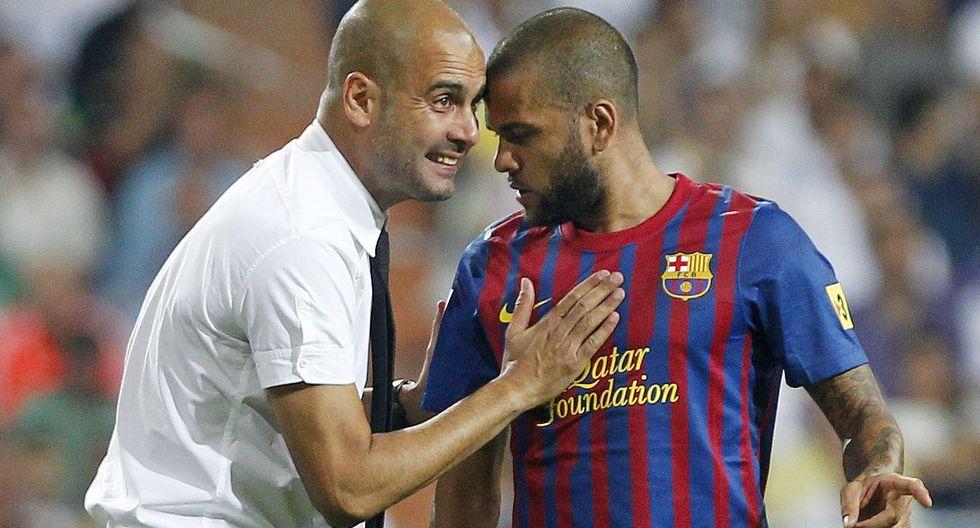 La noche del último viernes, Pep Guardiola cenó con Dani Alves para explicarle su proyecto con el Manchester City. Días después el brasileño prefirió unirse al PSG. (Foto: AFP)