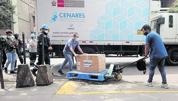 Arequipa. 90 efectivos y seis vehículo policiales se encargarán de la seguridad y traslado de las vacunas contra el COVID-19 hasta los almacenes de la Gerencia Regional de Salud (Geresa) de Arequipa. (GEC)