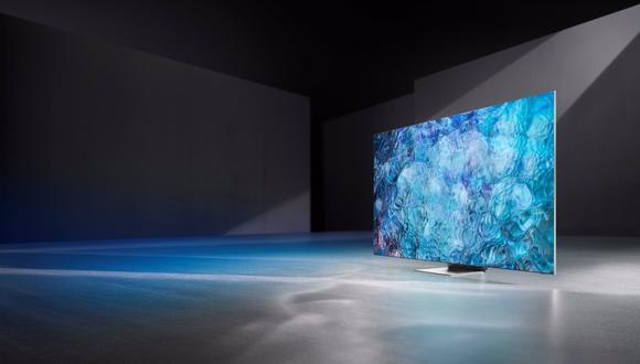 Los nuevos televisores que Samsung ha presentado este miércoles incluyen un control remoto solar fabricado un 24% de contenido reciclable. En la imagen se aprecia un televisor modelo Neo QLED. (Samsung / Europa Press)
