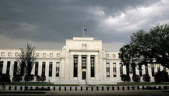 La Fed reitera la promesa de mantener la política monetaria expansiva hasta que la economía vuelva a recuperarse. (Foto: Reuters)