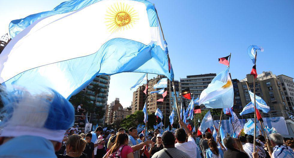 En el 2019, Argentina tuvo un contracción de 2,2% en el producto interno a precios de mercado. Para este año se pronostica que se contraiga a 5,2%, mientras que en el 2021 se augura que logre un crecimiento económico de 2,2%. (Foto: EFE)