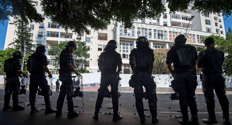 Brasil: Desalojan a invasores de edificio del club Flamengo - 2