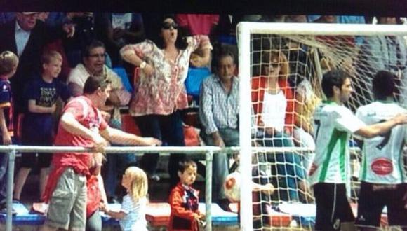 Barza despidió a trabajadora que hizo acto racista en estadio