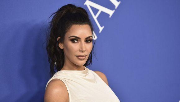 Kim Kardashian fue la única invitada de las tres hermanas Kardashians a la fiesta de los Oscars (AP)