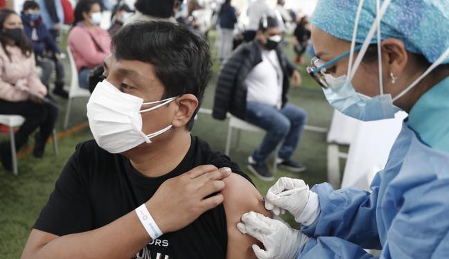El proceso de vacunación se desarrolla en todo el país. (Foto: Cesar Campos / @photo.gec)