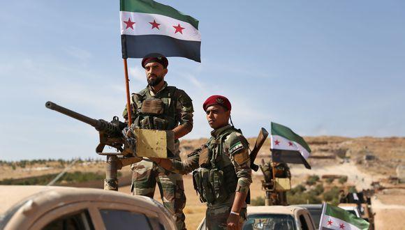 Rebeldes sirios que apoyan a Turquía son movilizados al norte de Siria para la ofensiva contra los kurdos. (AFP / Nazeer Al-khatib).